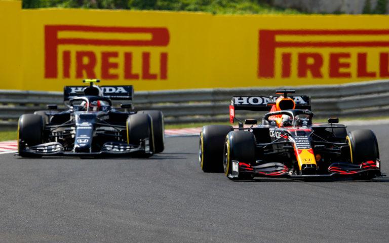 Max Verstappen a Pierre Gasly