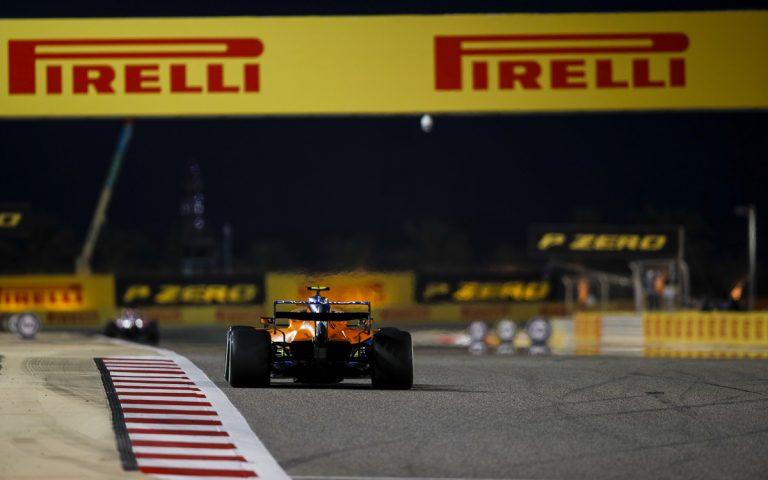Lando Norris s DRS, McLaren zozadu