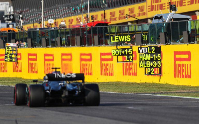 Lewis Hamilton, boxové tabule
