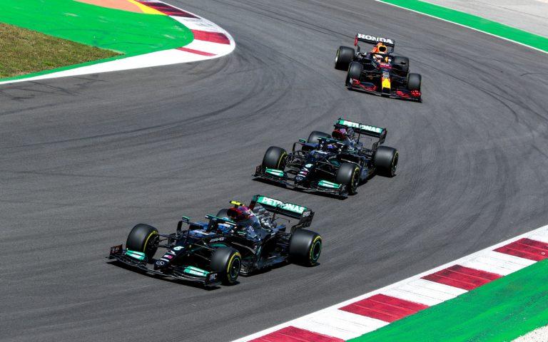 Valtteri Bottas pred Hamiltonom a Verstappenom