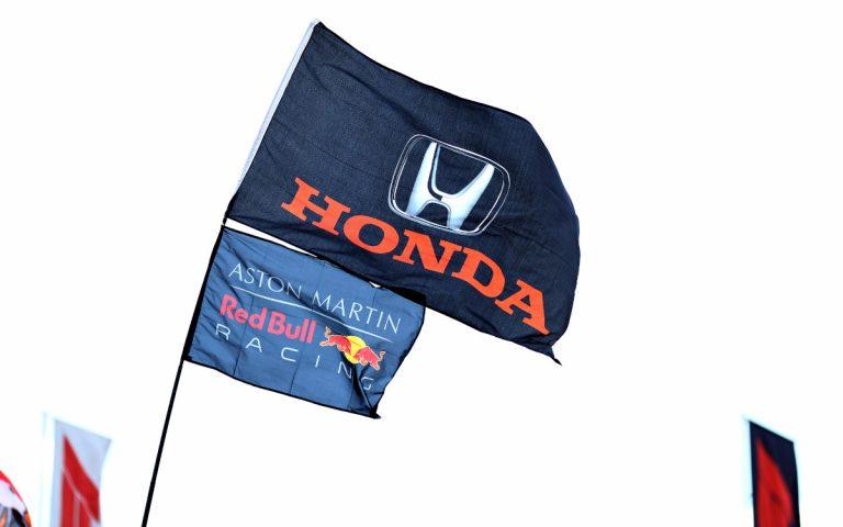 Vlajky: Red Bull a Honda