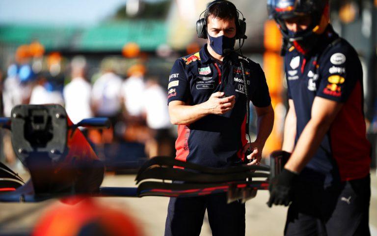 Mechanik Red Bullu mení predné krídlo