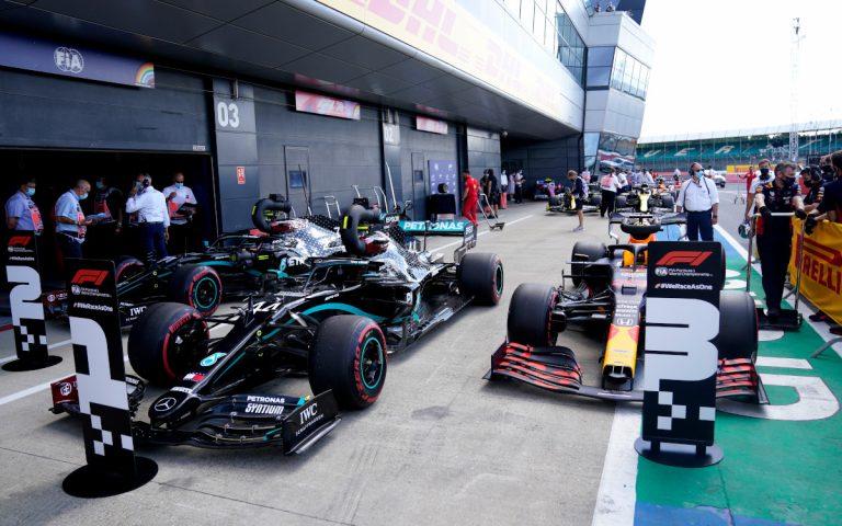 Autá Lewisa Hamiltona a Maxa Verstappena po kvalifikácii
