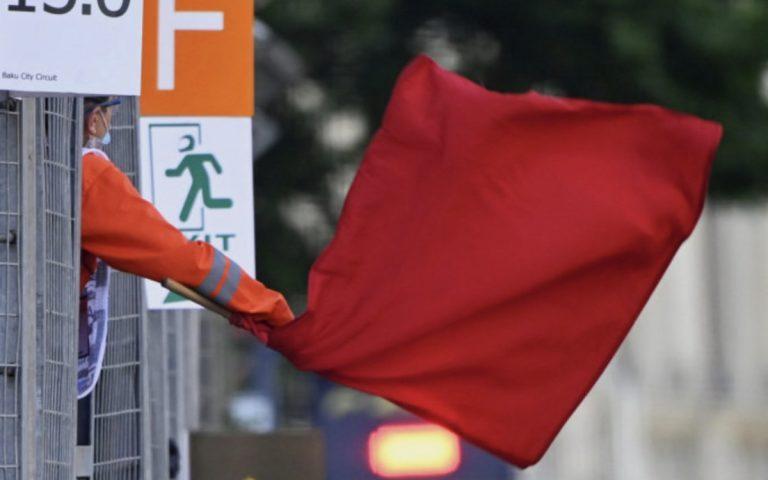 Maršál s červenou vlajkou