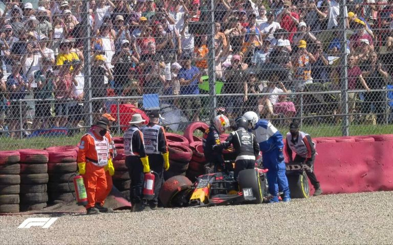 Zničený monopost Maxa Verstappena po VC Veľkej Británie 2021