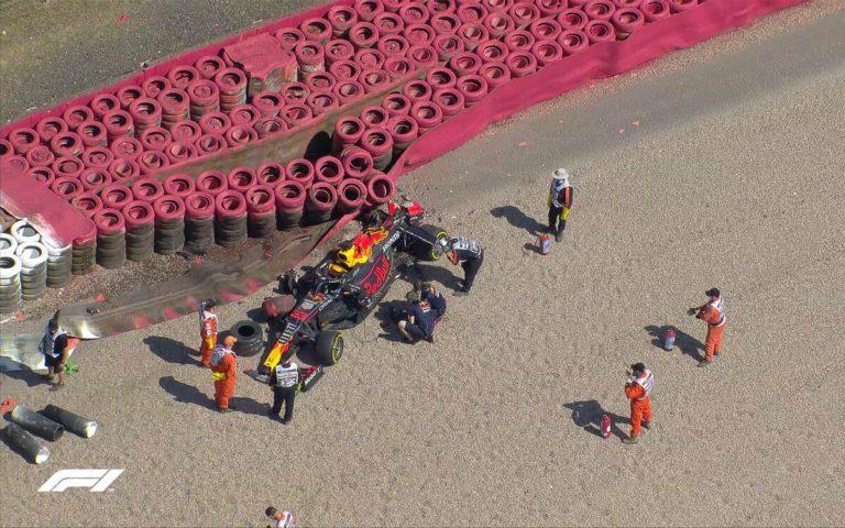 Zničený monopost Maxa Verstappena na VC Veľkej Británie 2021