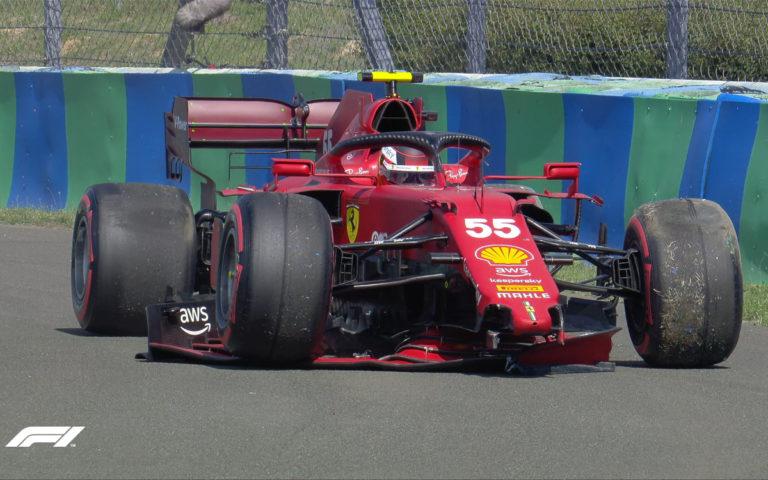 Carlos Sainz v zničenom Ferrari