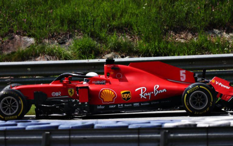 Zničené auto Sebastiana Vettela