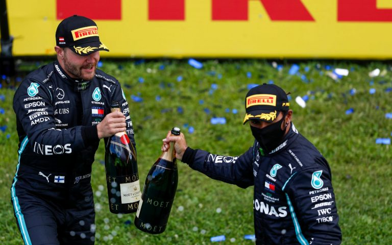 Valtteri Bottas a Lewis Hamilton
