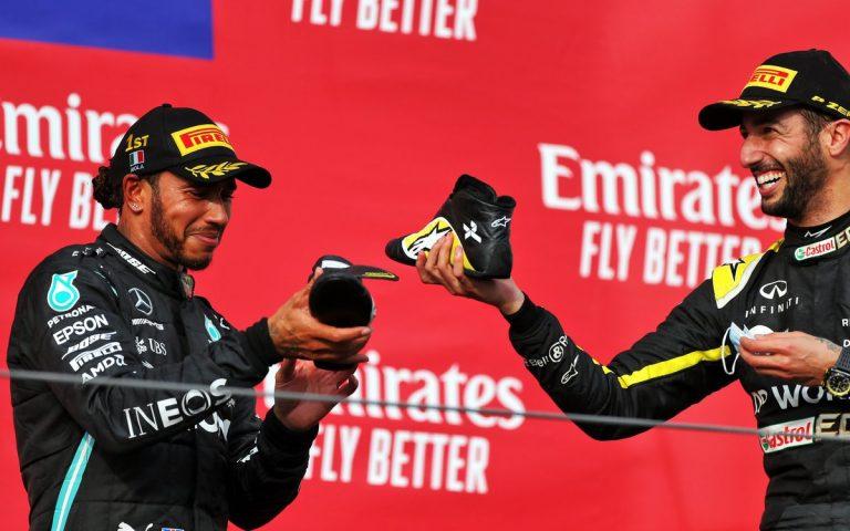 Daniel Ricciardo a Lewis Hamilton, shoey