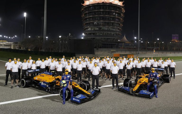 McLaren, ilustračné, tímové fotenie, Sainz, Norris, Brown, Seidl