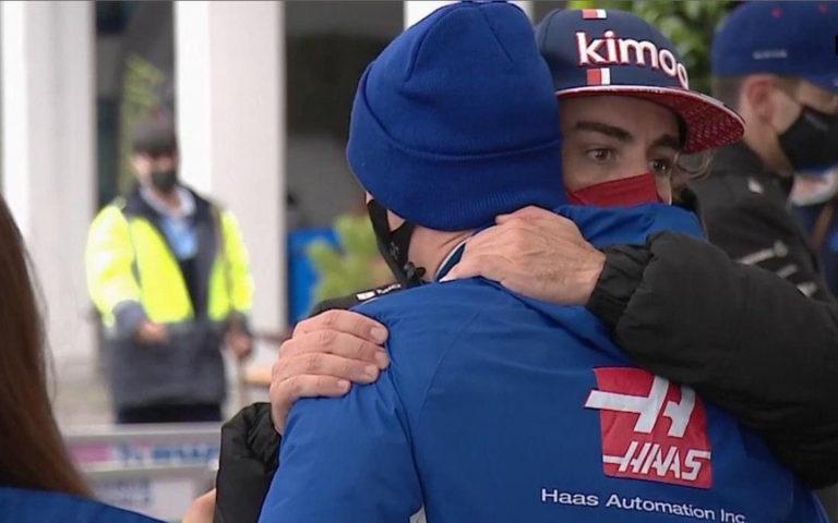 Fernando Alonso a Mick Schumacher