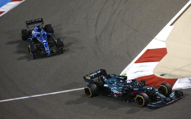 Sebastian Vettel pred Fernandom Alonsom