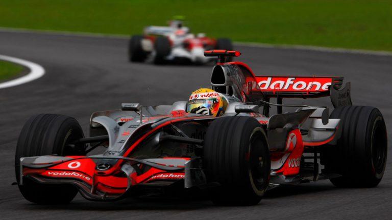 Lewis Hamilton pred Timom Glockom