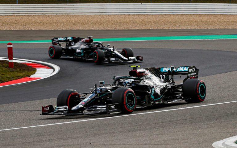 Valtteri Bottas pred Lewisom Hamiltonom