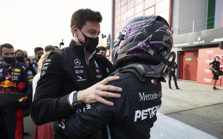 Lewis Hamilton a Toto Wolff