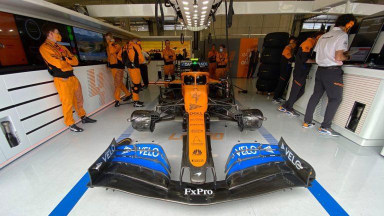 McLaren v garáži