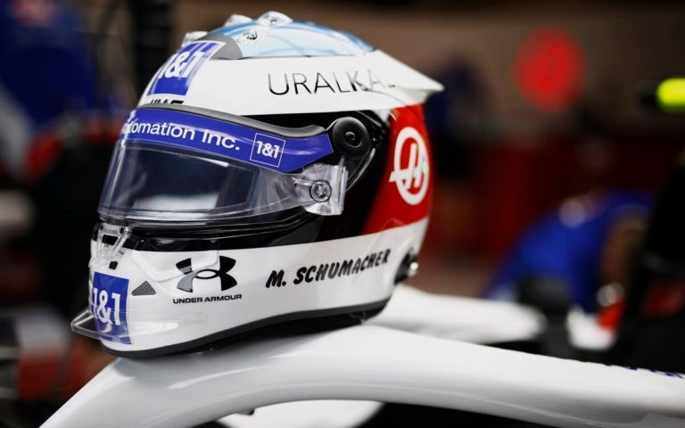 Prilba Micka Schumachera na VC Belgicka