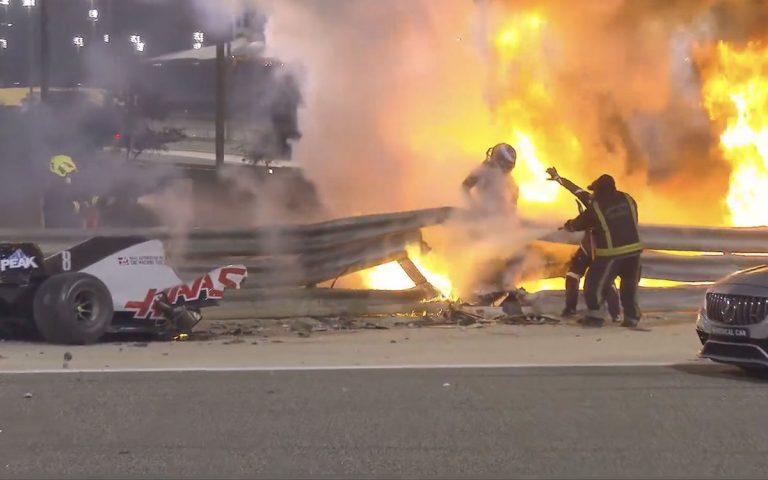 Romain Grosjean vylieza z ohňa