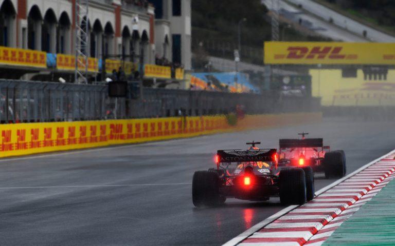 Max Verstappen za Sebastianom Vettelom