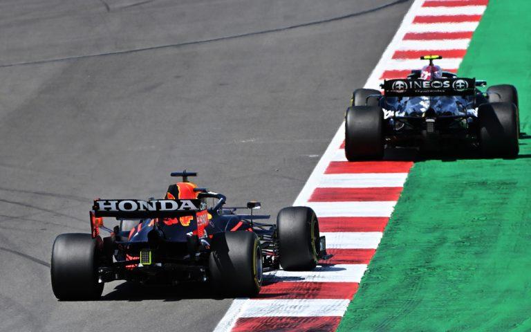 Max Verstappen za Valtterim Bottasom