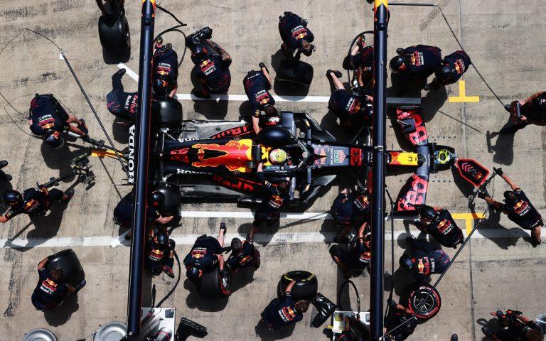 Max Verstappen v boxoch, pitstop