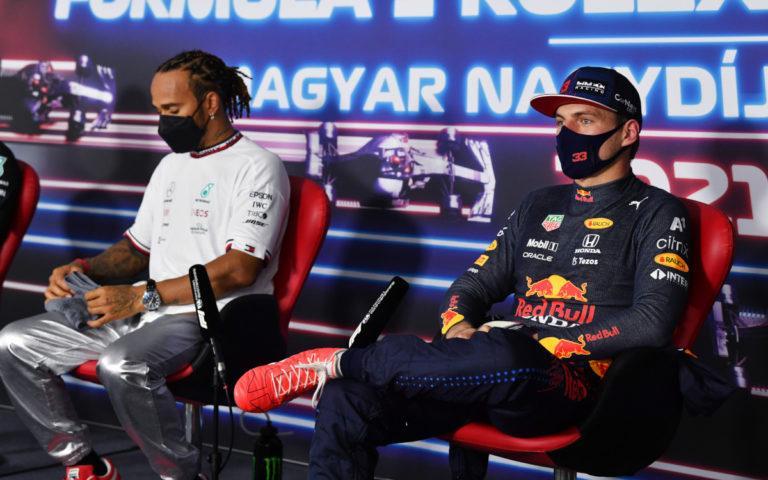 Max Verstappen a Lewis Hamilton na tlačovke