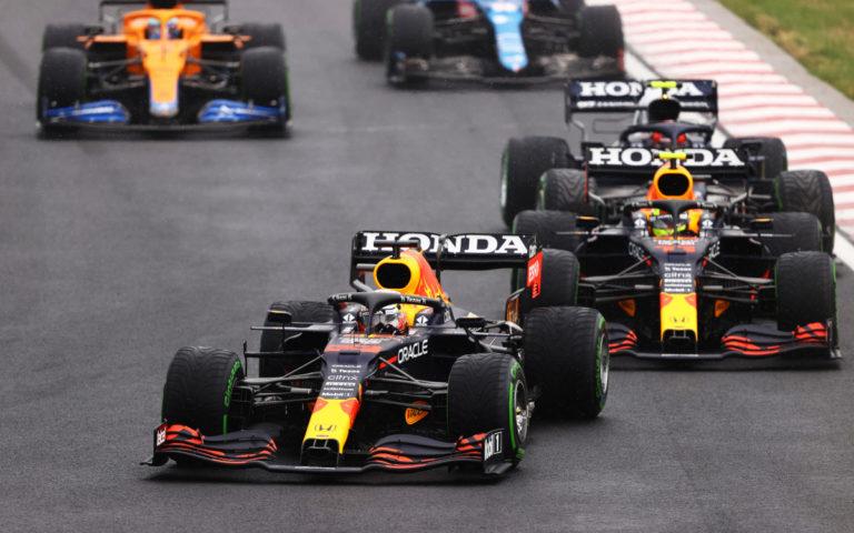 Max Verstappen pred Sergiom Pérezom