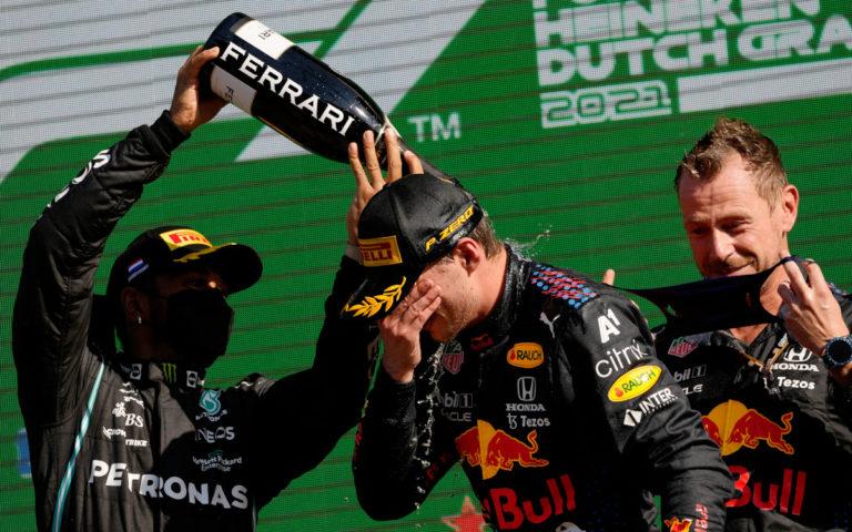 Max Verstappen a Lewis Hamilton