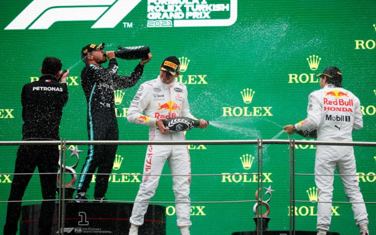 Pódium po VC Turecka 2021, Valtteri Bottas, Max Verstappen, Sergio Pérez