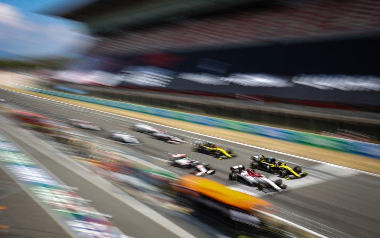 Daniel Ricciardo vedľa Räikkönena