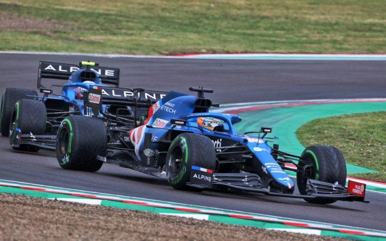 Fernando Alonso pred Estebanom Oconom