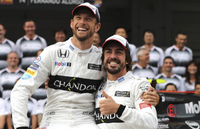 Jenson Button a Fernando Alonso